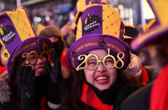ВНью-Йорке спуск хрустального шара ознаменовал приход Нового года