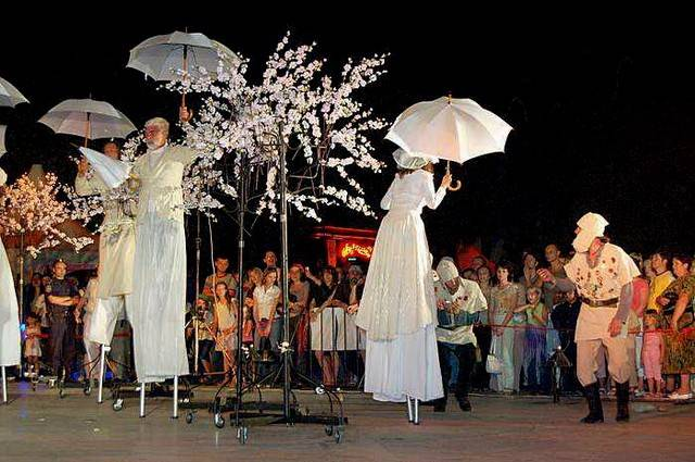 ВДень РФ вцентре Воронежа пройдет ночной парад уличных театров