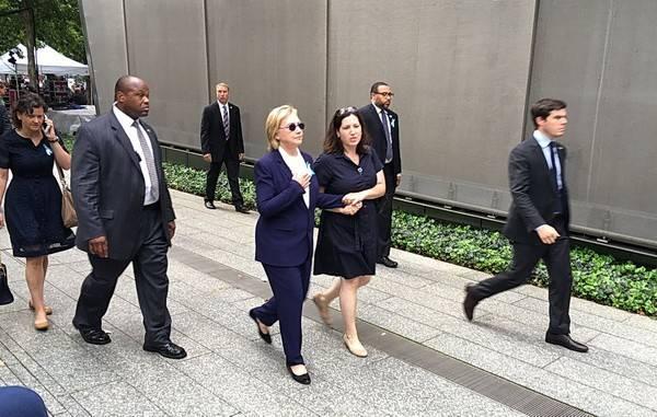 Клинтон натраурной церемонии вНью-Йорке упала вобморок