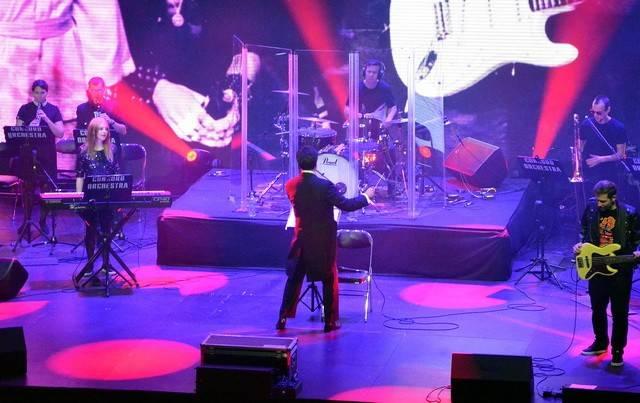 Симфонический ансамбль изИталии исполнил вПензе композиции знаменитых рок-групп