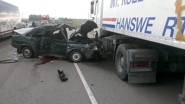 Автобус спассажирами изГермании столкнулся с2 машинами вВоронежской области